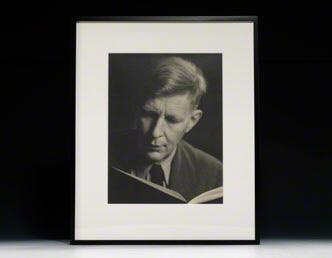 Photograph signed. Auden.